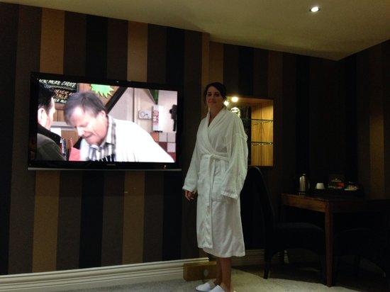 Cranleigh Boutique : Huge tv!