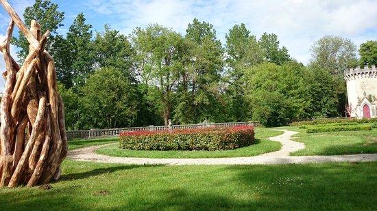 Château de Nieuil : Cours arrière du château
