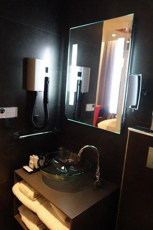 Lyric Hotel Paris: Bathroom