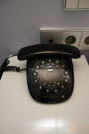 Lyric Hotel Paris: Room phone