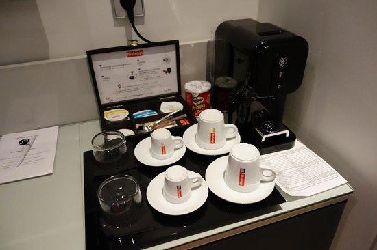 Lyric Hotel Paris: Coffee making facilities