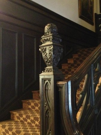 Mansions On Fifth Hotel: Carved bannister, Mansions on Fifth