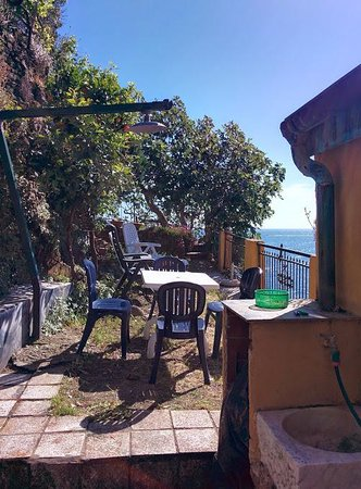 Affittacamere Edi: Your own terrace/balcony on the Liguran/Mediteranean sea.