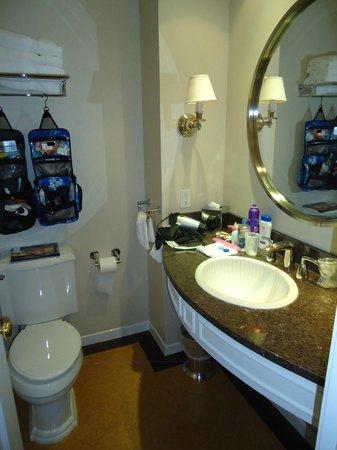 Danford's Hotel & Marina: Bathroom