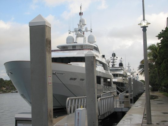 Bahia Mar Fort Lauderdale Beach - a Doubletree by Hilton Hotel: Pull up your Yacht, walk to the lobby to check-in!