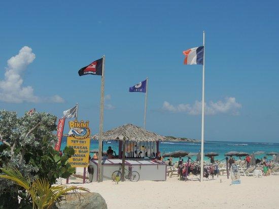 Orient Bay Beach : bikini beach