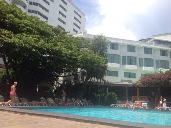 Cosy Beach Hotel : Бассейн у главного здания