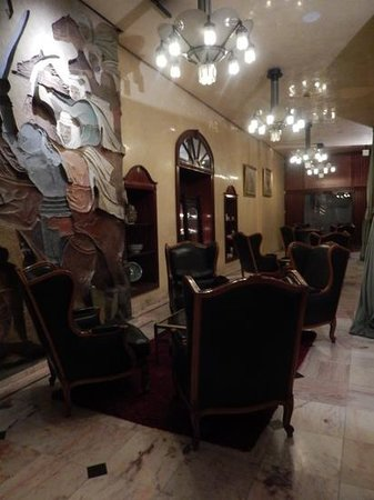 Royal Mansour Casablanca: sitting are