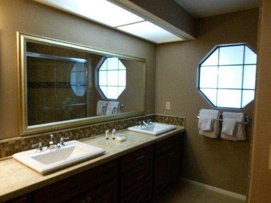 Welk Resort San Diego: 2nd Bathroom