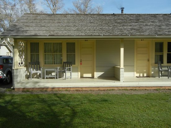 Mammoth Hot Springs Hotel & Cabins: Cabin B06