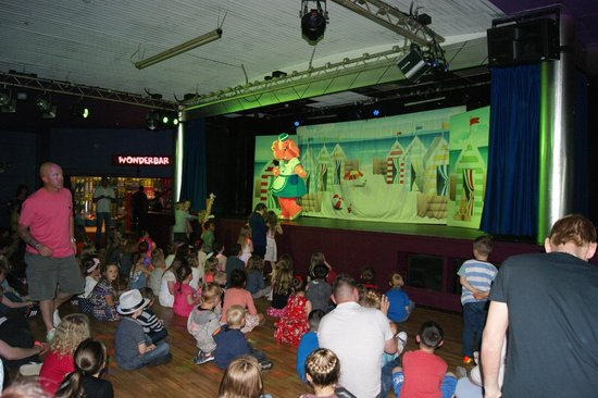 Golden Sands Holiday Park - Haven: evening entertainment