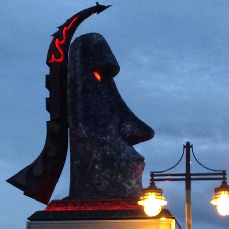 Best Western Aku Tiki Inn: Easy to spot the Aku Tiki head on S. Atlantic.