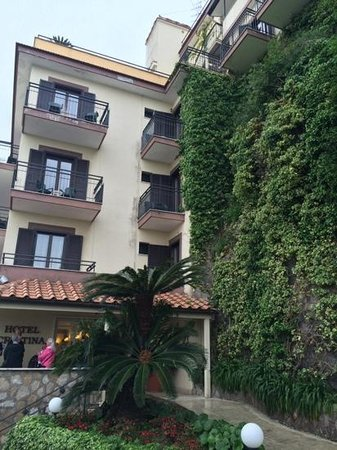 Hotel Cristina: built into the rock