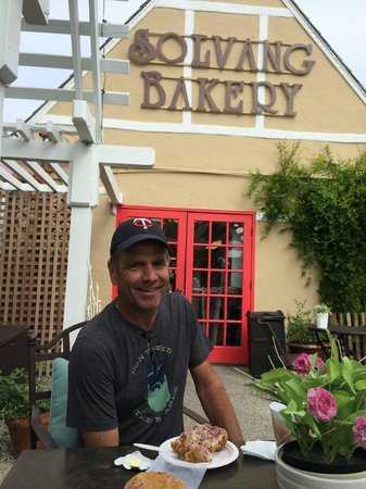 The Solvang Bakery : Enjoying the patio outside