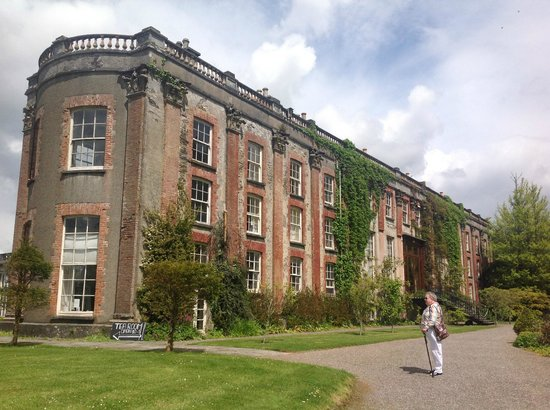 Bantry House & Garden : The view approaching from the woodland walk