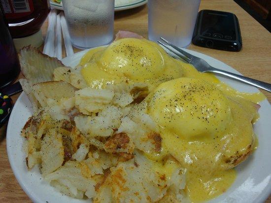 Kate's Pancake House: Eggs Benedict