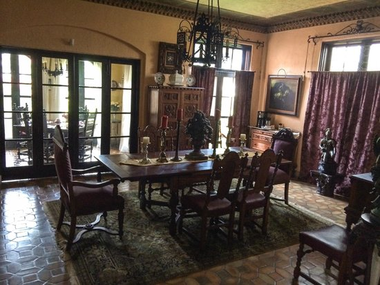 The Villa Inn Bed and Breakfast: Dining room