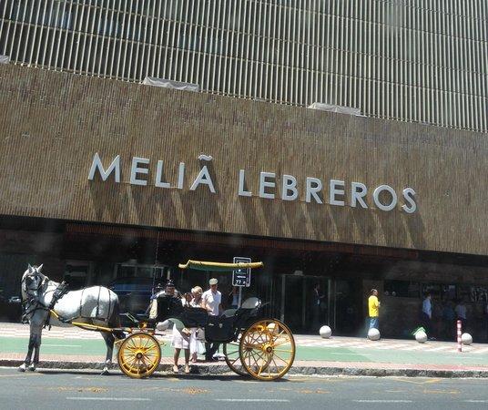 Melia Lebreros : Outside View