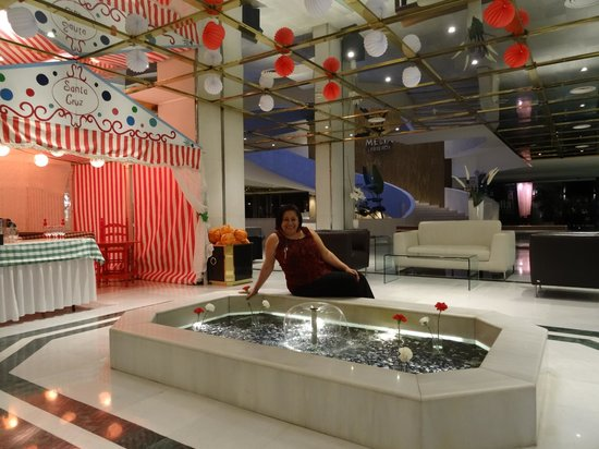 Melia Lebreros : Lobby decorated for the Feria de Sevilla