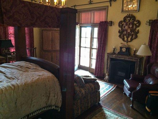 The Villa Inn Bed and Breakfast: Juan Carlos