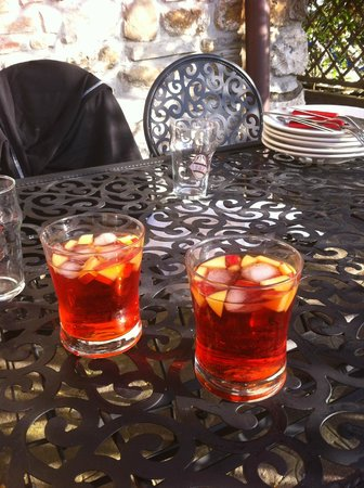 Agriturismo La Collina delle Stelle: afternoon drink at our terrace