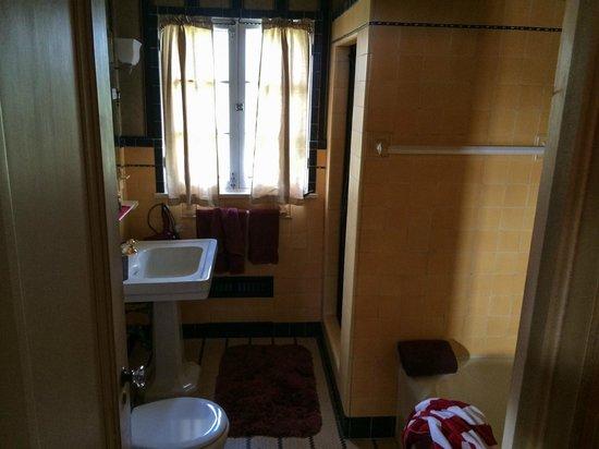 The Villa Bed and Breakfast: King Juan Carlos bath