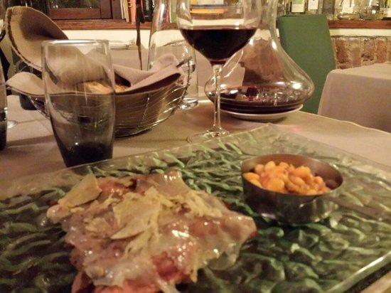 Le Logge del Vignola: Tagliata con lardo e tartufo accompagnata da fagioli...eccezionale