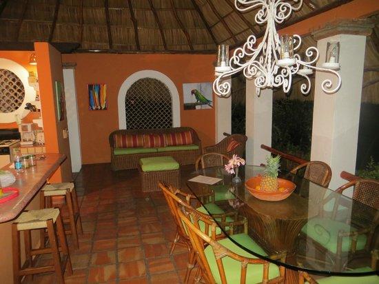 Casa de los Arcos : Casa Palapa dining room area