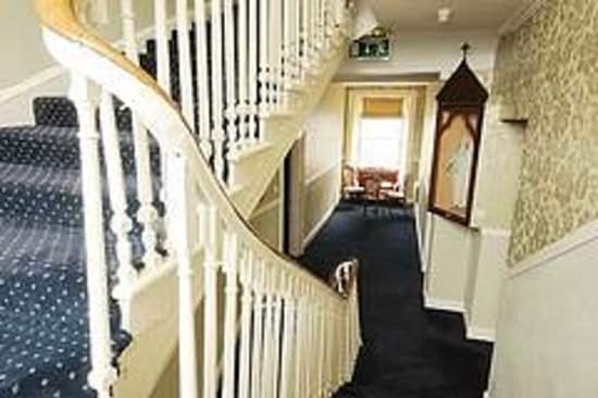 Finnegan's Hostel: Stairs up to bedrooms