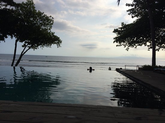 Jeeva Klui Resort: Afternoon sunset at the pool