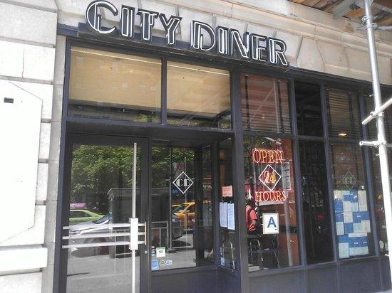 City Diner: Front entrance.