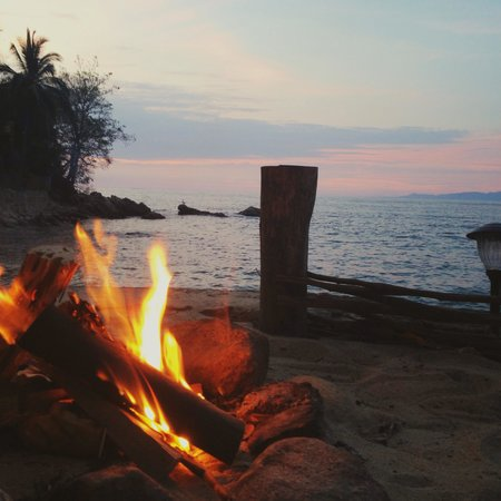 Casa Santa Cruz: A fire and a beautiful sunset in Yelapa on the porch of Casa Luna!