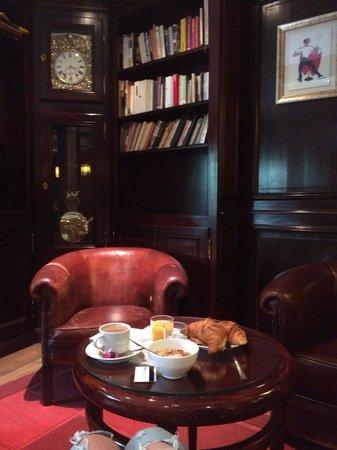 London Hotel: Завтрак) ресторан очень в стиле Лондон)