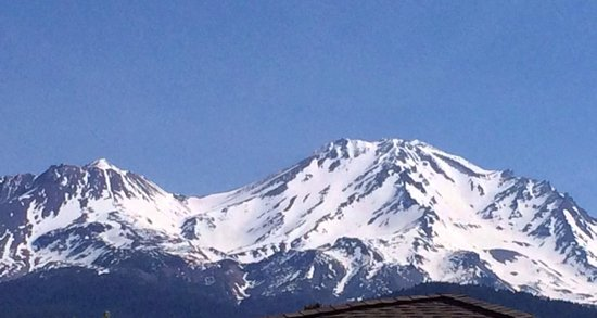 BEST WESTERN PLUS Tree House: Mount Shasta seen from our balcony