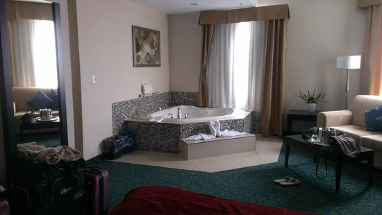Comfort Hotel Bayer's Lake : Jacuzzi tub!!