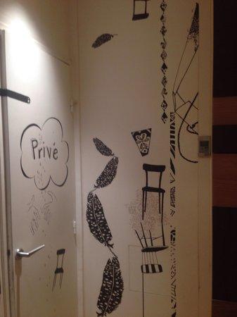 Hotel Crayon by Elegancia : Lobby art work