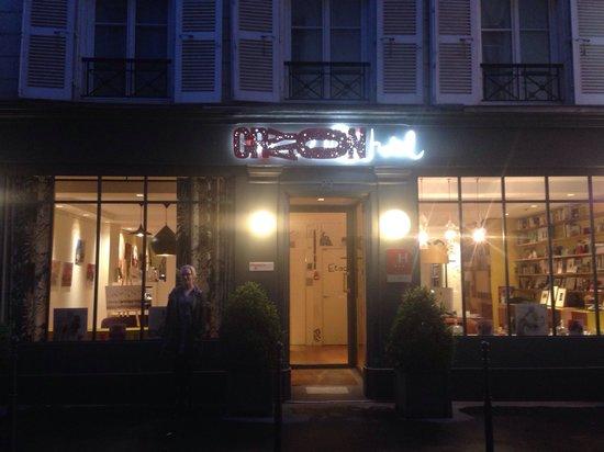 Hotel Crayon by Elegancia : Hotel front
