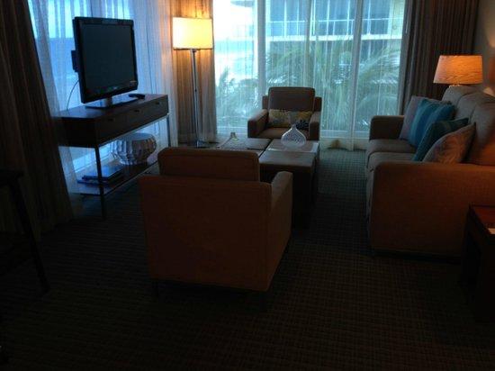 B Ocean Resort Fort Lauderdale : couch area