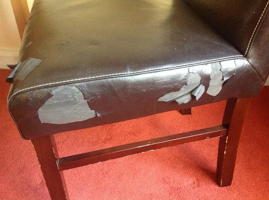Hotel Isaacs Cork : Badly maintained furniture