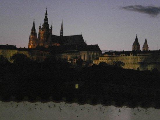 Hotel U Pava : pražský hrad v noci