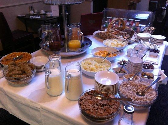 Hotel Isaacs Cork : Very good breakfast buffet