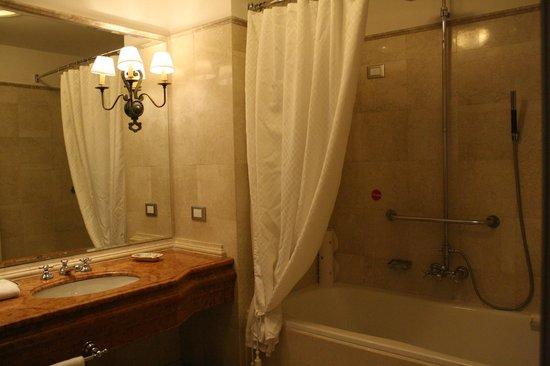 The Westin Excelsior Florence: Elegante baño