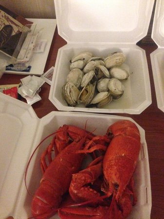 Dock's Seafood: Twin Lobsters and Steamers