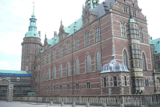 Frederiksborg Castle: Many windows give a natural light