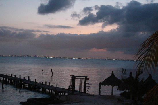 Maria's kan-kin: city lights cancun view
