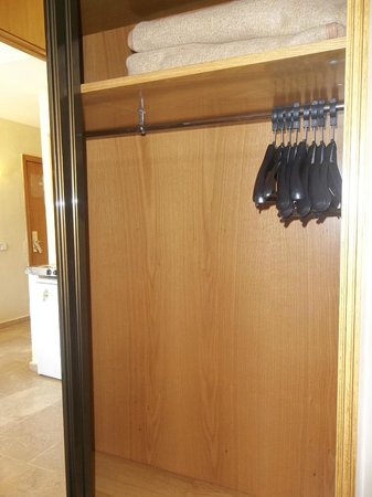 Aparthotel Best Da Vinci Royal: wardrobe