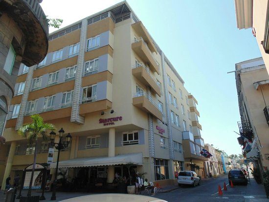 Mercure Comercial Santo Domingo: Vista exterior del hotel