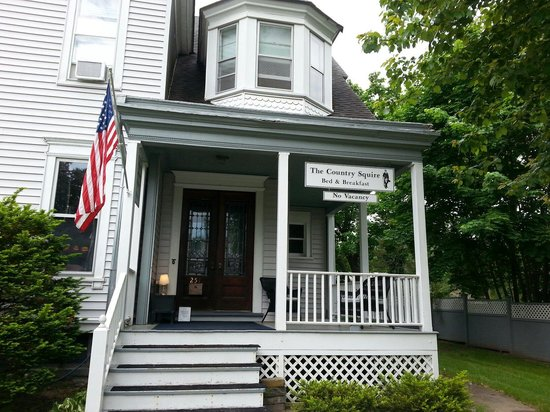 The Country Squire B&B: Front view