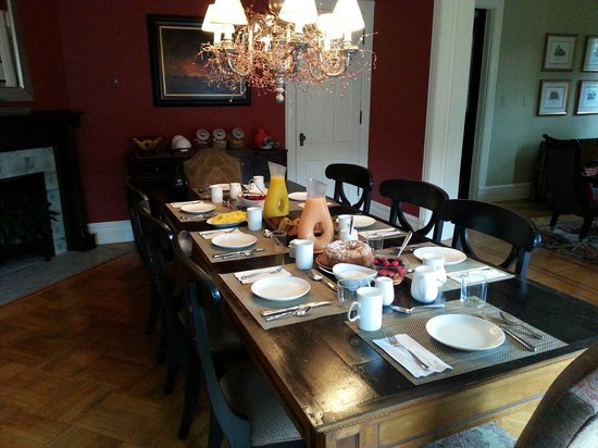 The Country Squire B&B: Breakfast table