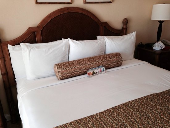 Bilmar Beach Resort : King bed at Bilmar. Room 134